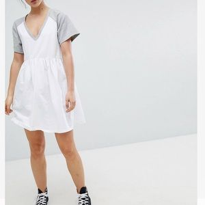 Mini smock dress with v neck and contrast sleeves